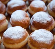 Tradycyjne pączki: przepis na klasyczny deser na tłusty czwartek [WIDEO]