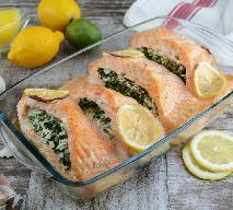 Pieczony łosoś nadziewany szpinakiem: pyszne i proste danie rybne