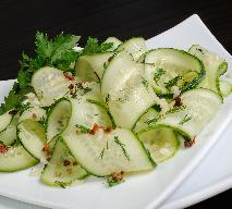 Fałszywe małosolne: jak zrobić sałatkę z ogórków?