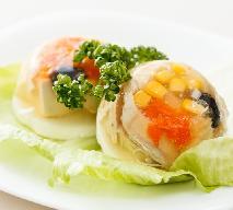 Ryba w galarecie z groszkiem i kukurydzą: przepis na smaczną wigilijną przekąskę