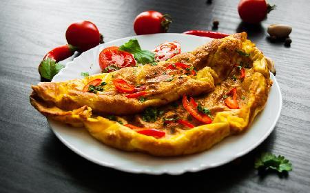 Omlet ziołowo-pomidorowy