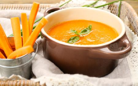 Zupa z pomarańczowych warzyw z menu beszamel
