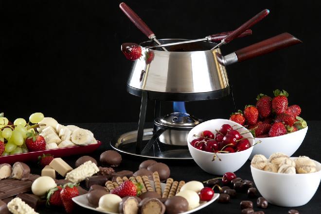 Czekoladowe fondue z owocami: przepis