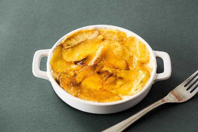 Morszczuk zapiekany w sosie jabłkowym
