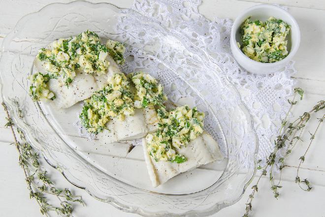 Sandacz z piekarnika w sosie szczawiowym z jajkiem