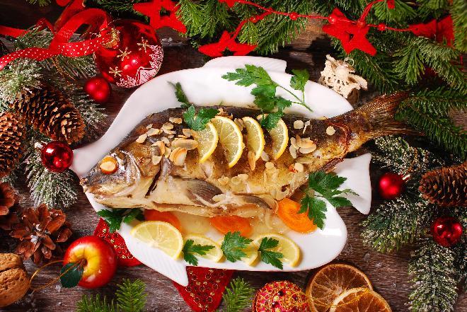 Ryby na Wigilię - karp w galarecie, pasztet z łososia i śledź w oleju [WIDEO]