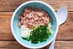Łatwa sałatka z tuńczyka z puszki: przepis krok po kroku