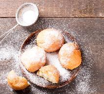 Pączki pieczone w piekarniku: przepis na zdrowe pączki drożdżowe z lukrem wg babci Krysi