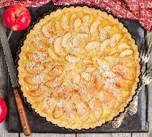 Miodownik z jabłkami - sprawdzony przepis na pyszne ciasto na miodzie