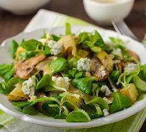 Sycąca i zdrowa sałatka z pieczonymi ziemniakami i pieczarkami