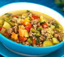 Tania zupa warzywna z mielonym mięsem: łatwy przepis na sycący posiłek