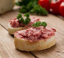 Przepis na pastę mięsną z salami i białą kiełbasą - świetny dodatek do pieczywa