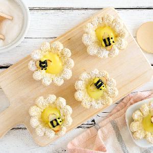 Cytrynowe mini tarty w kształcie kwiatów: łatwy przepis na zabawne ciasteczka