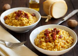 Ryż z boczkiem i żółtkiem: tani przepis na obłędnie pyszne risotto carbonara