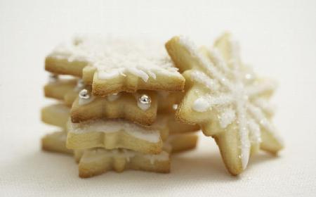 Ciasteczka świąteczne: przepis na cytrynowe gwiazdki z kremem