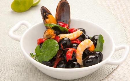 Marynata z hiszpańskimi oliwkami i owocami morza