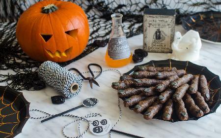 Palce wiedźmy na Halloween: przepis na upiorne słodkości