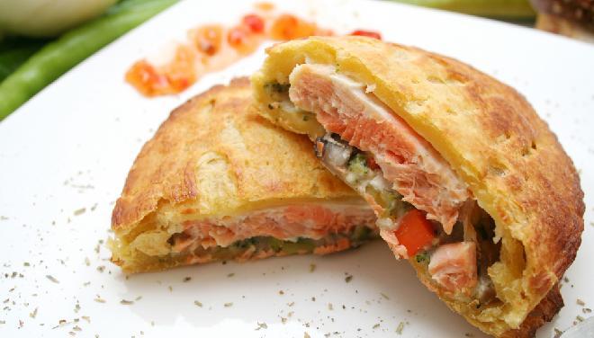 Paszteciki z ryby w cieście francuskim: przepis na pyszną przekąskę