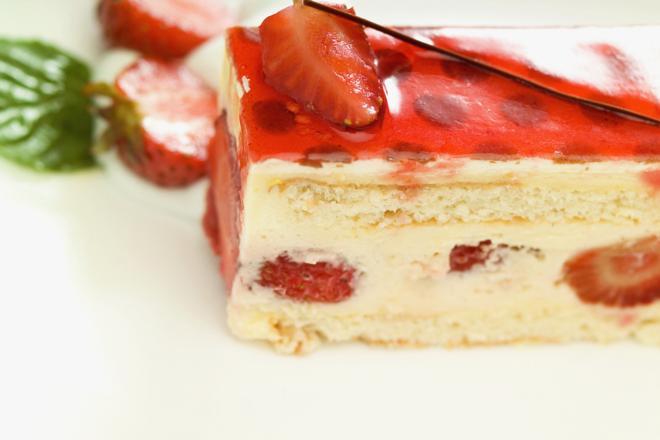 Tort ambasador: pyszny biszkopt z kremem na każdą okazję
