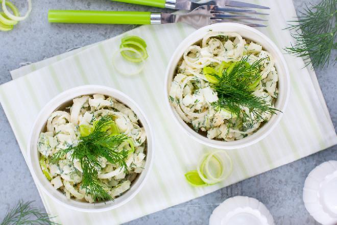 Znakomita saałatka rybna z selerem i ziemniakami