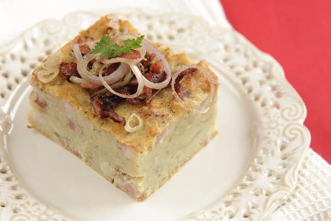 Kartoflak: przepis na śląską babkę ziemniaczaną