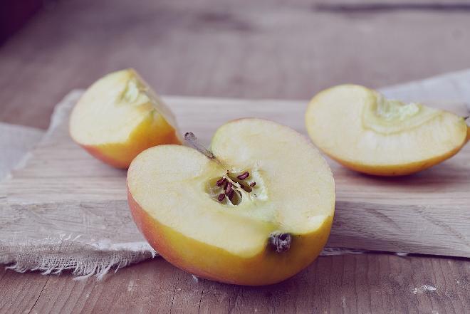 Nieklarowany domowy ocet jabłkowy