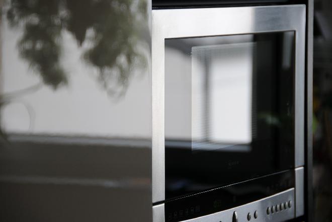 Co można wkładać do kuchenki mikrofalowej, a czego nie?